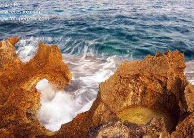 Salento Puglia mare onda scoglio