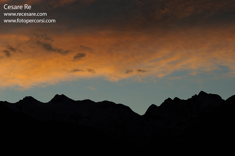 tramonto e montagne